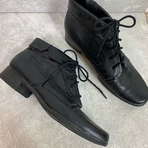 Liz Baker 90s Black Leather Lace Up Ankle Boots
